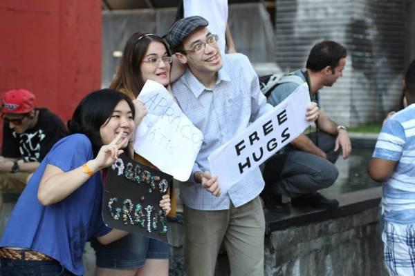 free_hugs_30